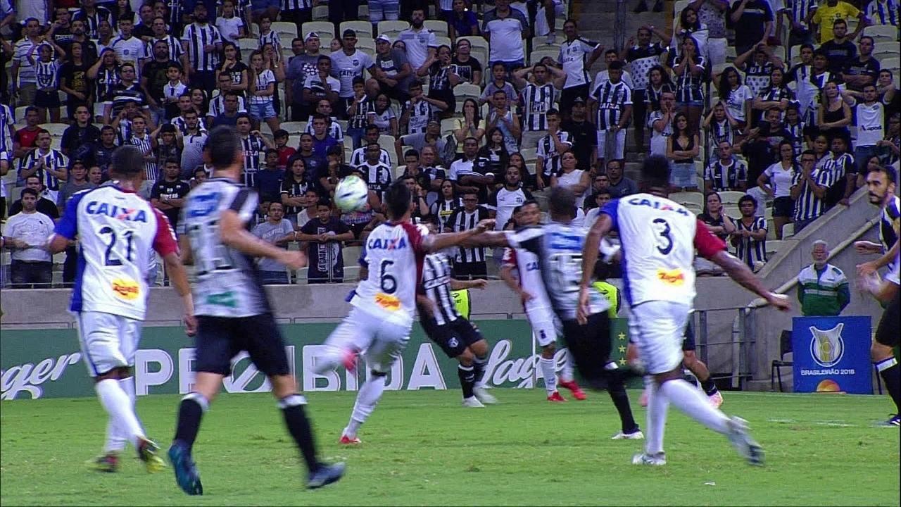 Igor chuta, Luiz Otávio defende e jogadores pedem toque de mão aos 48 do 2º