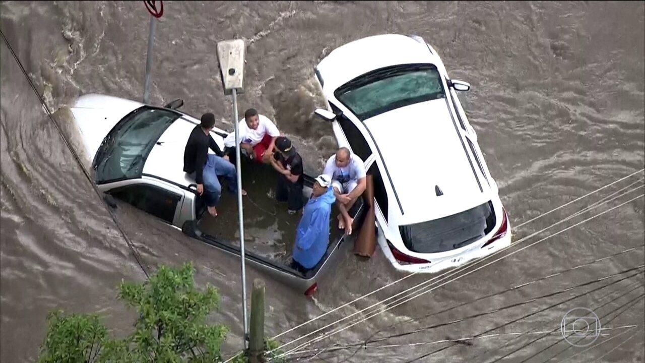 Região do ABC Paulista termina a sexta-feira (23) debaixo de água após chuva forte