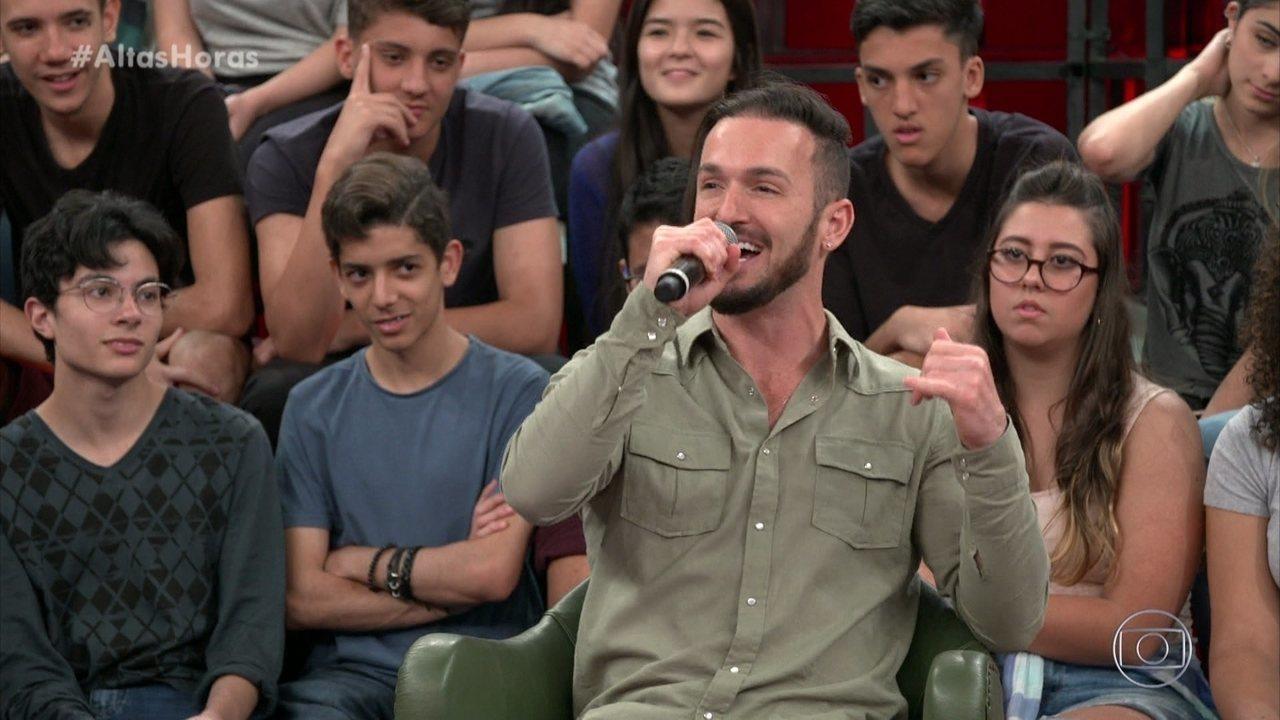 Diego Hypólito diz que relaxa cantando e tem sala de karaokê em SP