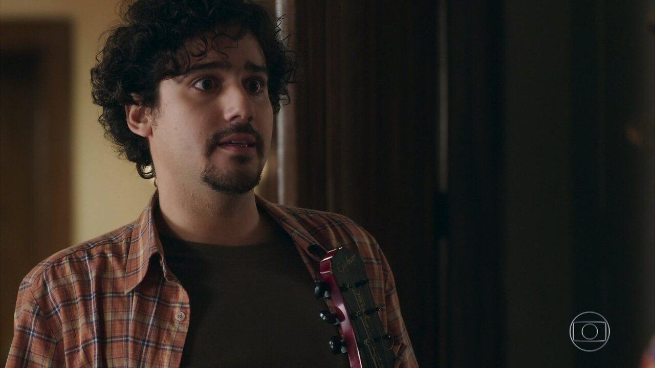 Pedro se assusta quando Taís avisa que está grávida