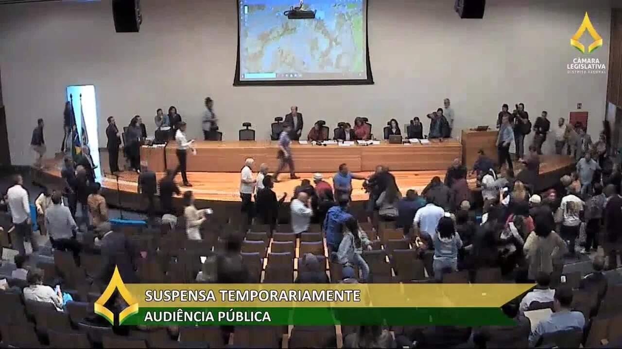 Audiência pública é suspensa após troca de socos entre participantes