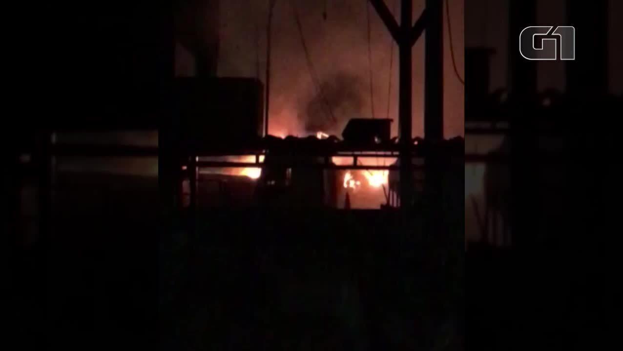 Caminhão com material inflamável explode dentro de empresa em Belém