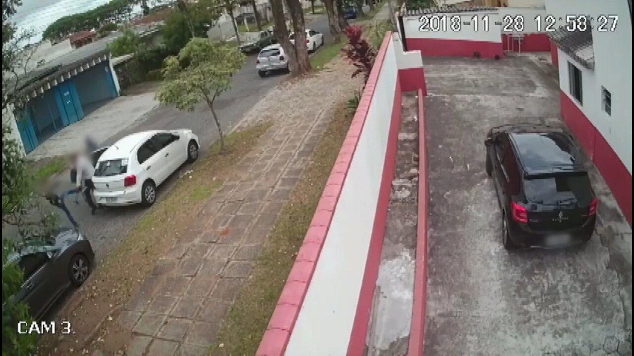 Vídeo mostra menino participando de roubo de carro no Paraná