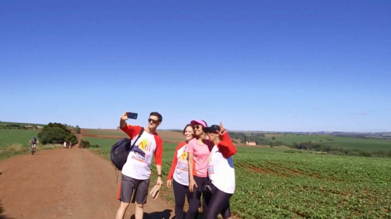Grupos de caminhada têm preferido rotas rurais pra praticar o esporte