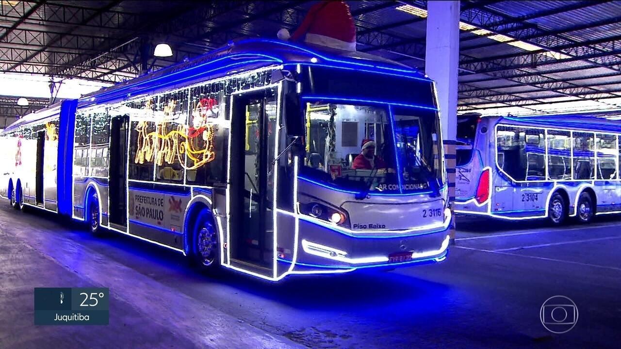 Ônibus decorados para o Natal
