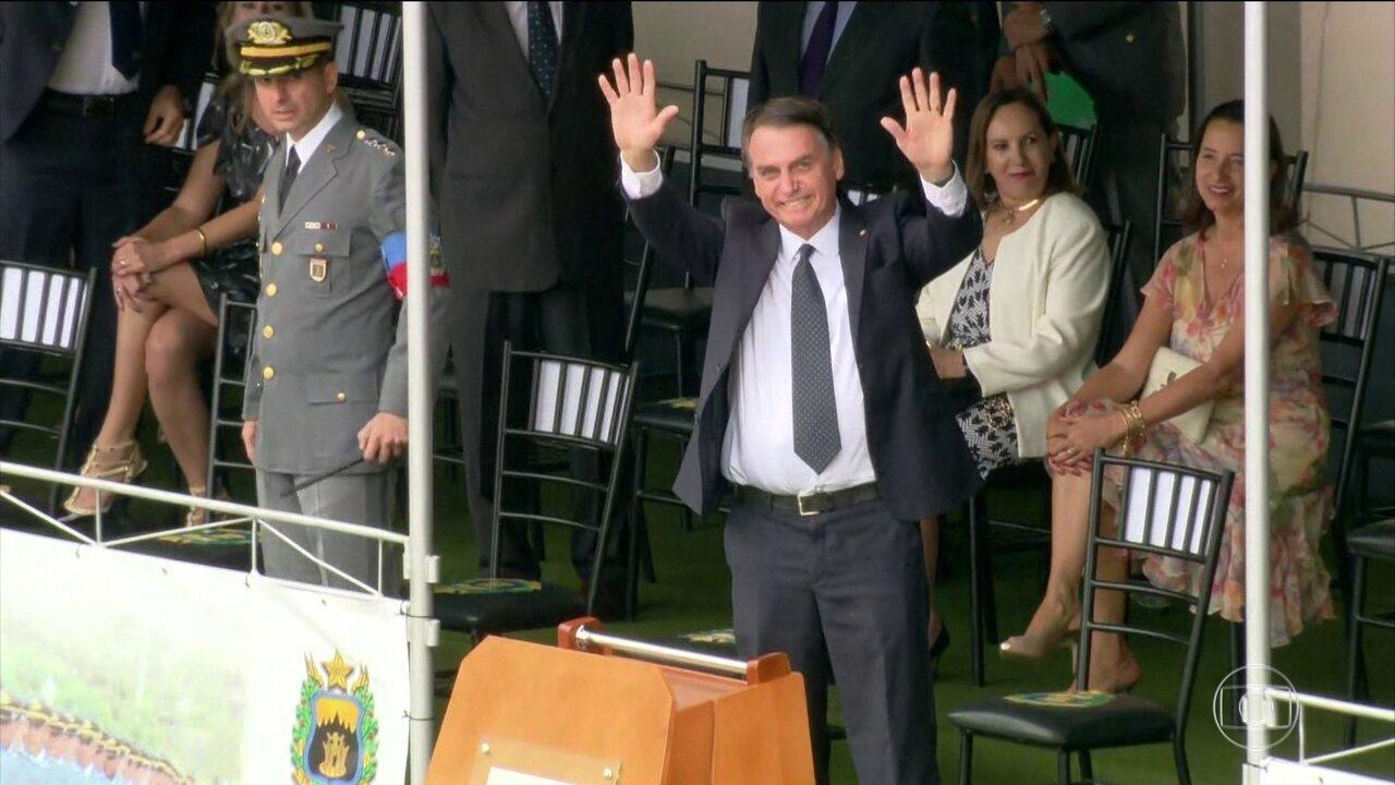 Bolsonaro participa formatura de cadetes na Academia Militar das Agulhas Negras (Aman)