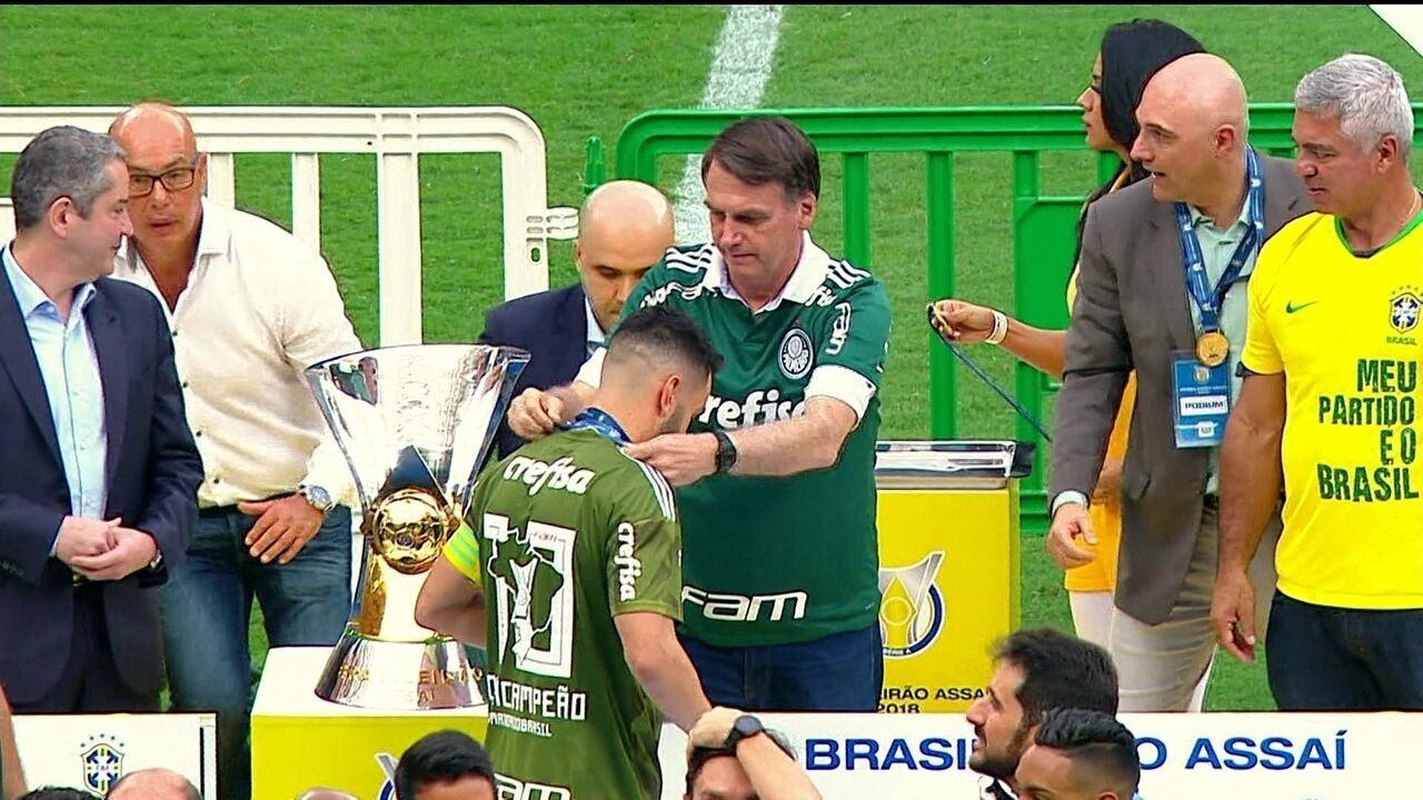Jair Bolsonaro assiste a jogo do Palmeiras no estádio do clube em SP ... ad7d6697567c8