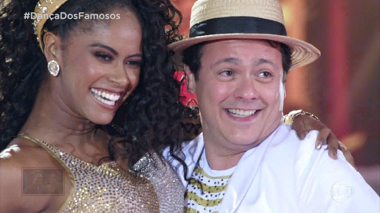 Danton Mello e Brennda se apresentam com o ritmo Samba