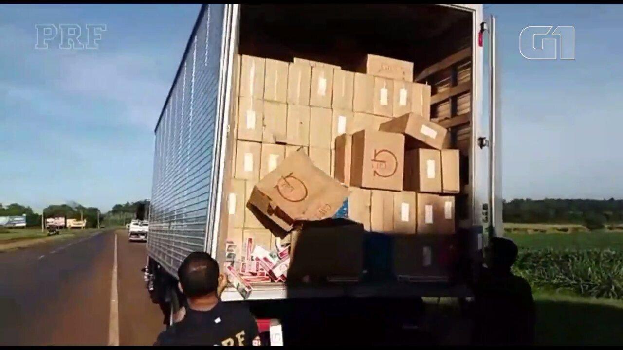 PRF apreende dois caminhões com cerca de 800 mil carteiras de cigarro contrabandeadas
