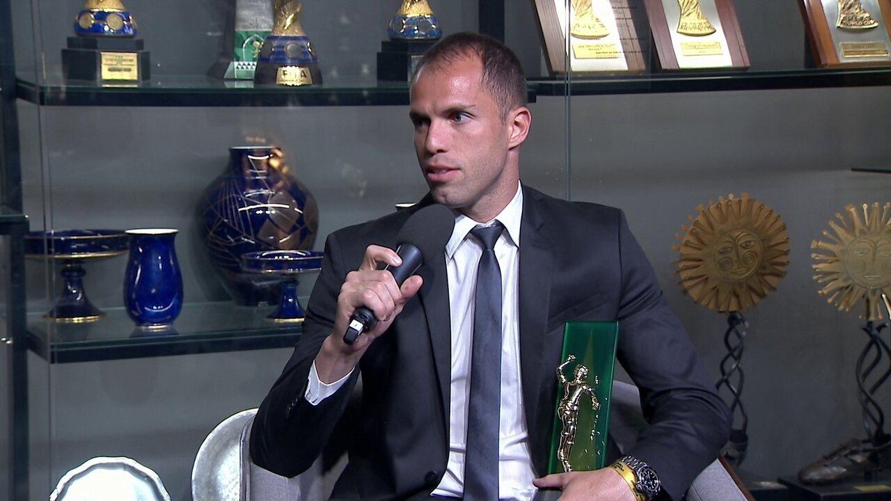 Melhor goleiro do Brasileirão, Marcelo Lomba comemora prêmio especial
