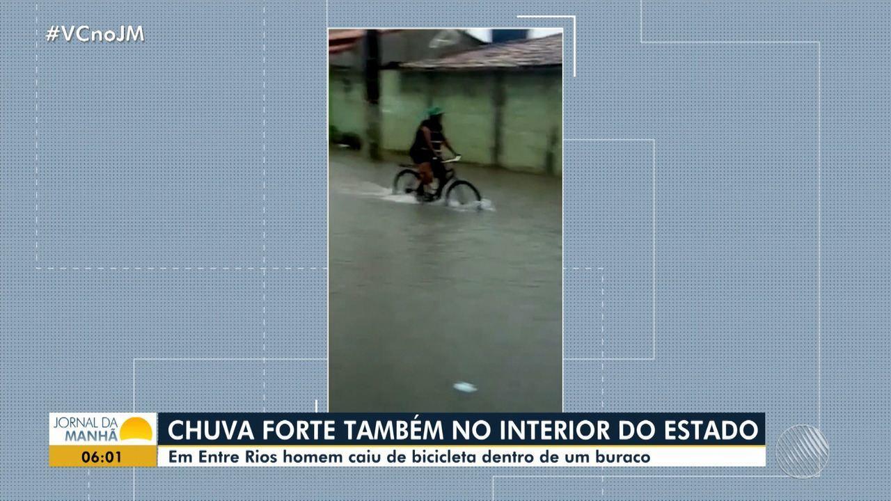 Entre Rios: homem que andava de bicicleta cai em buraco durante a chuva