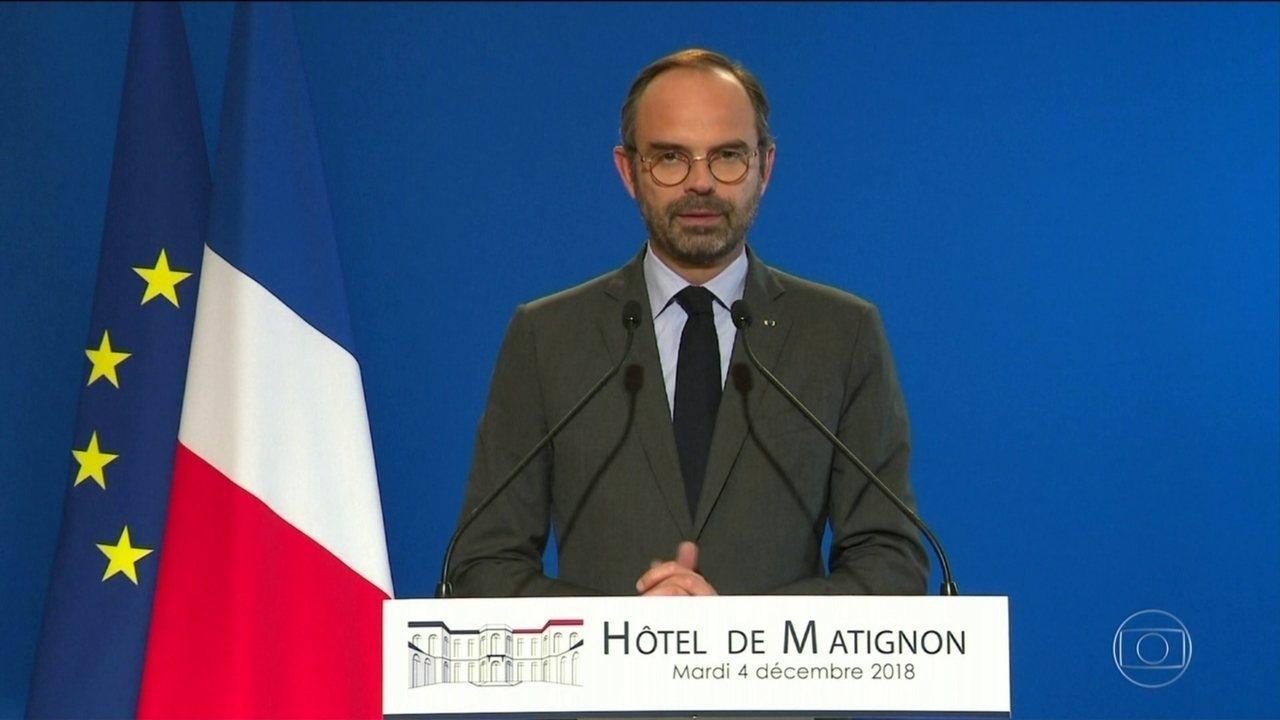 Governo francês suspende aumento do imposto sobre combustíveis após 3 semanas de protestos