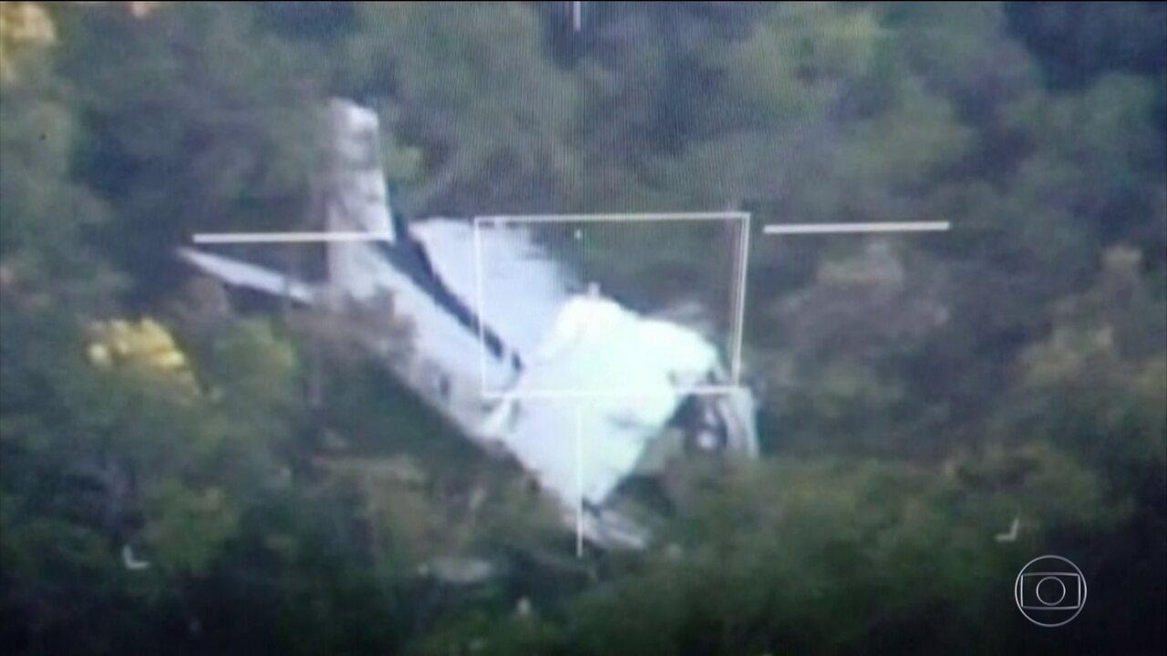 Equipes da Aeronáutica resgatam piloto e copiloto de avião que caiu no Mato Grosso