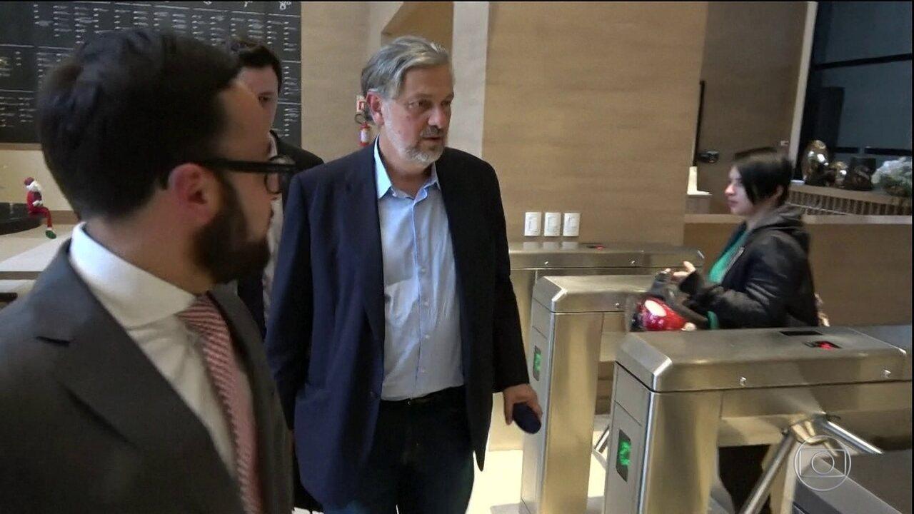 Resultado de imagem para Lula favoreceu montadoras em troca de propina para o filho, diz Palocci