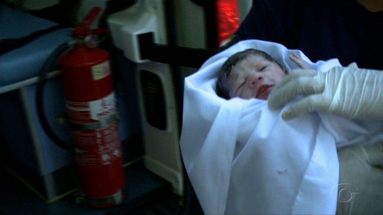 Mulher dá à luz uma menina no banco da Praça Lions, em Maceió