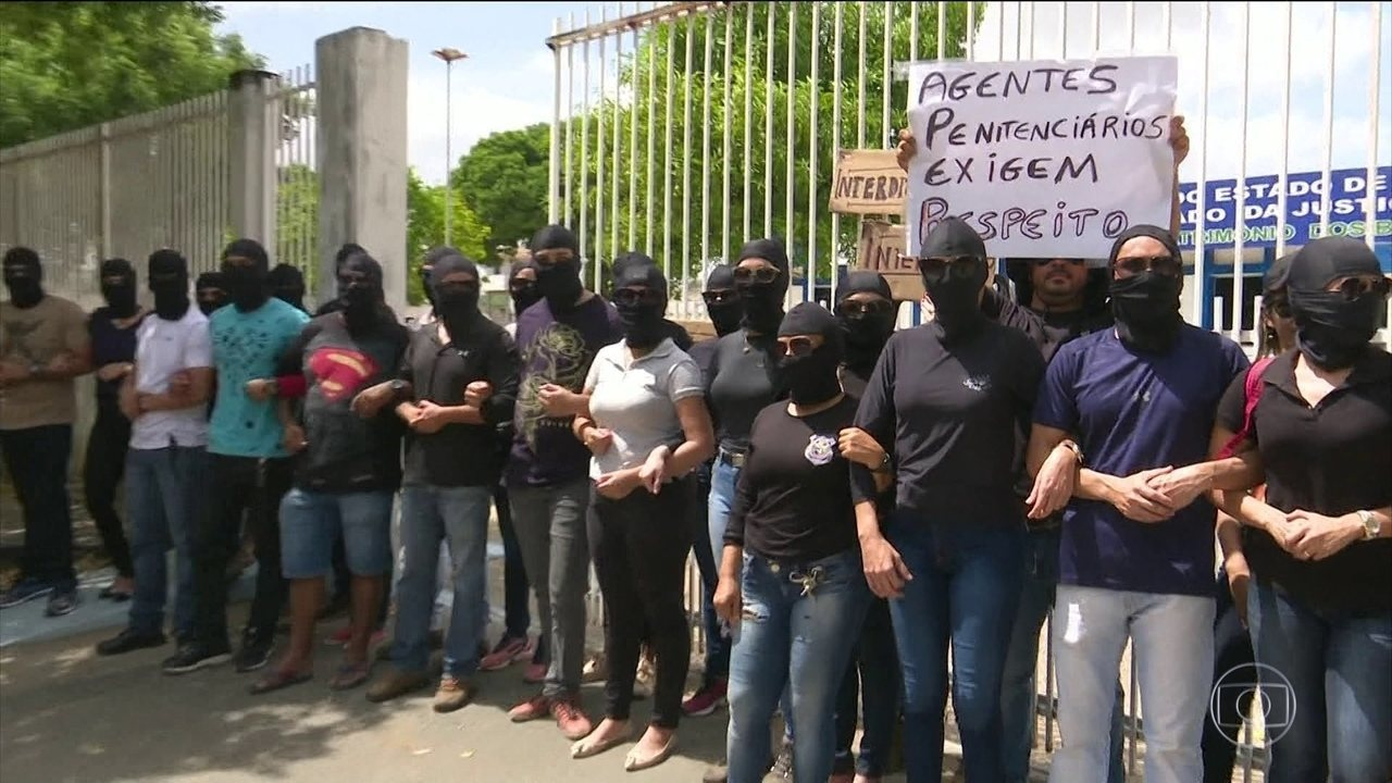 Servidores de Roraima protestam contra atraso nos salários