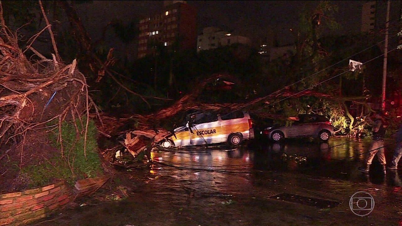Cinco crianças são resgatadas após acidente com van em Belo Horizonte