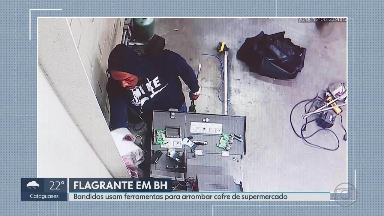 Bandidos usam equipamentos e ferramentas para arrombar cofre de supermercado em BH