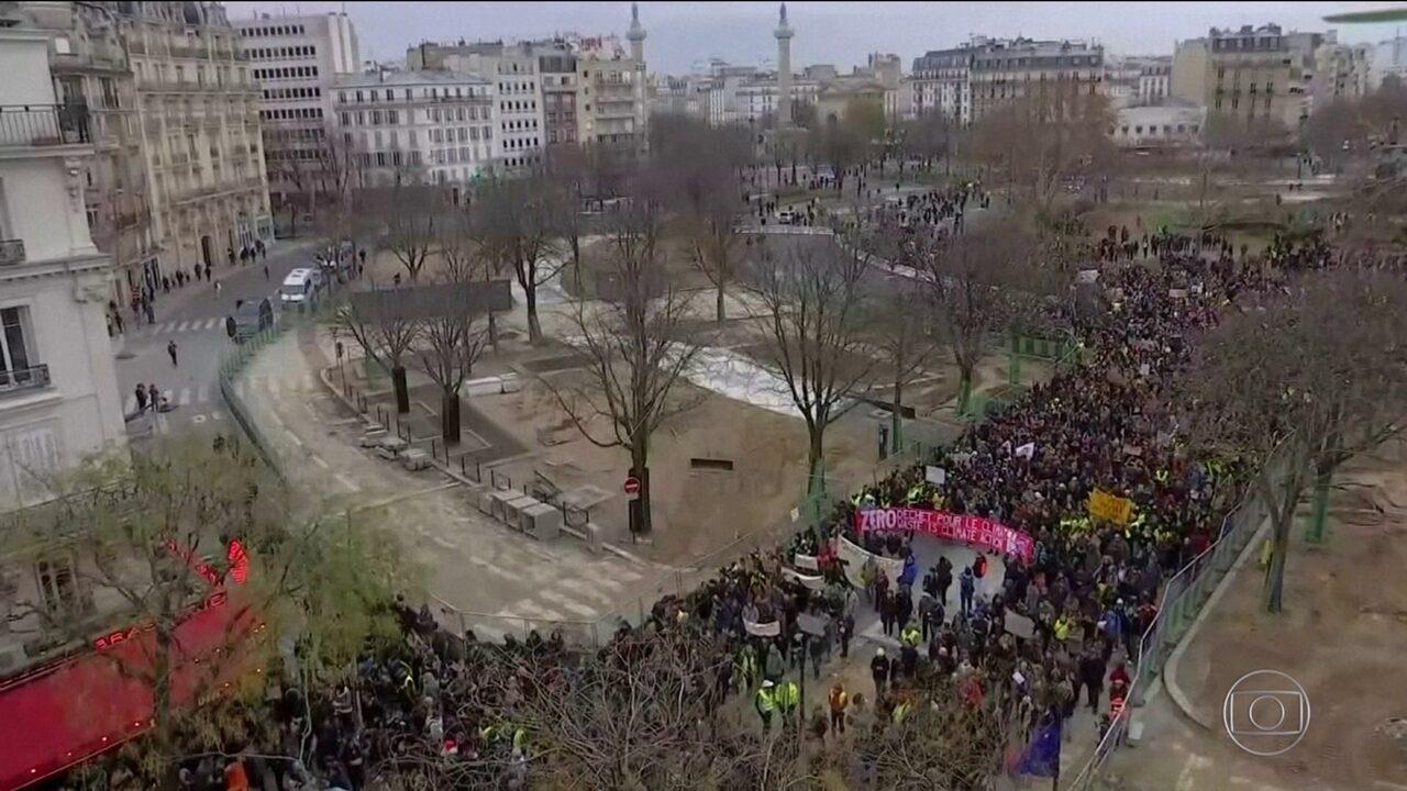 Na França, 125 mil saem às ruas no quarto sábado de protestos