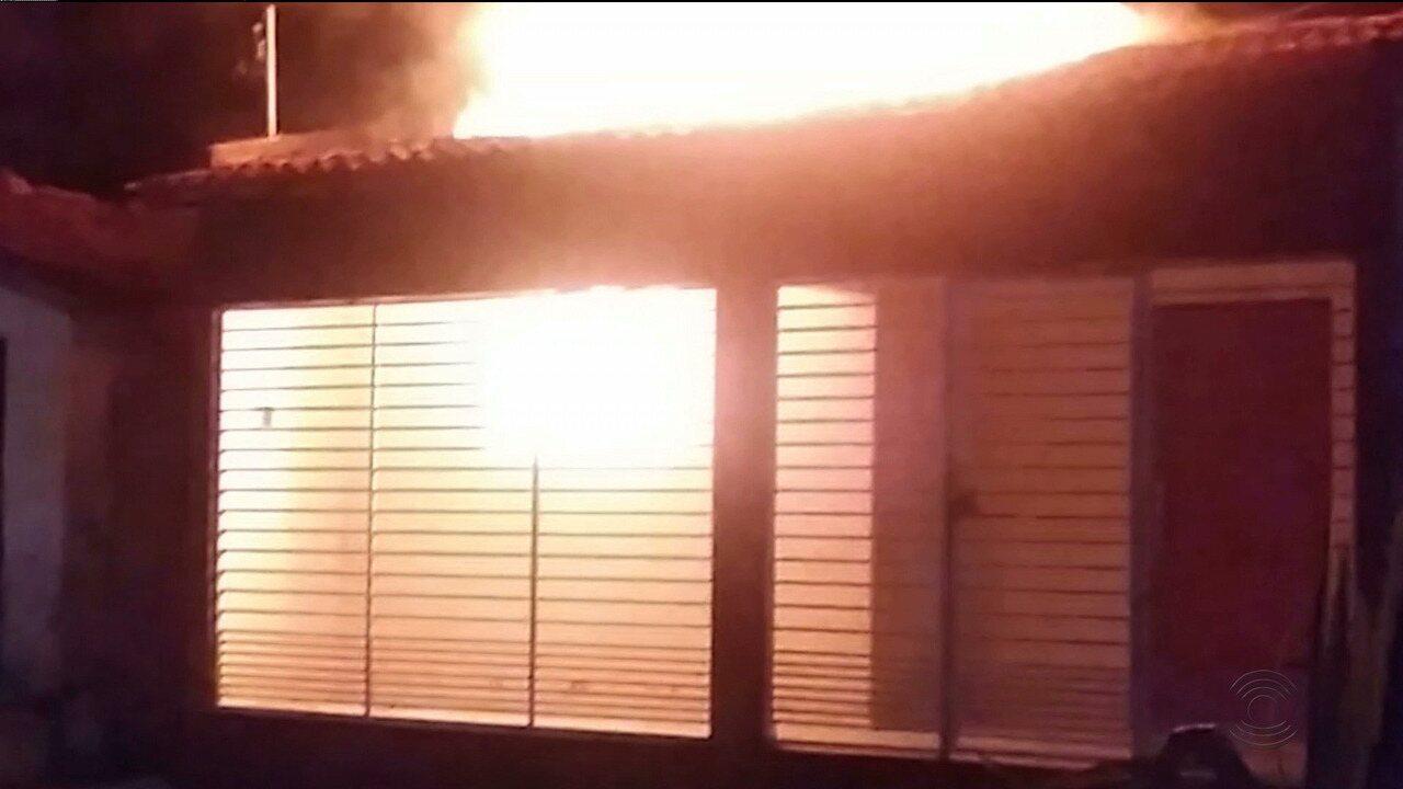 Mecânico é acusado de incendiar casa de ex-mulher