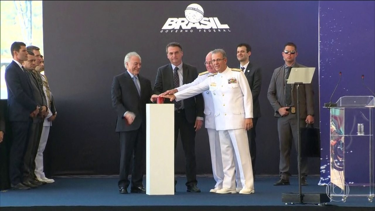 Bolsonaro participa de cerimônia de lançamento de novo submarino da Marinha