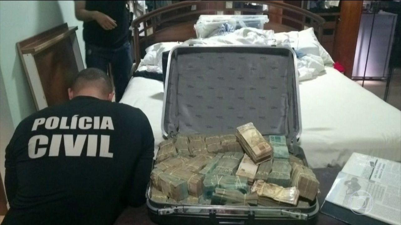 Mala encontrada em porão em uma das casas de João de Deus tinha mais de R$1,2 milhão