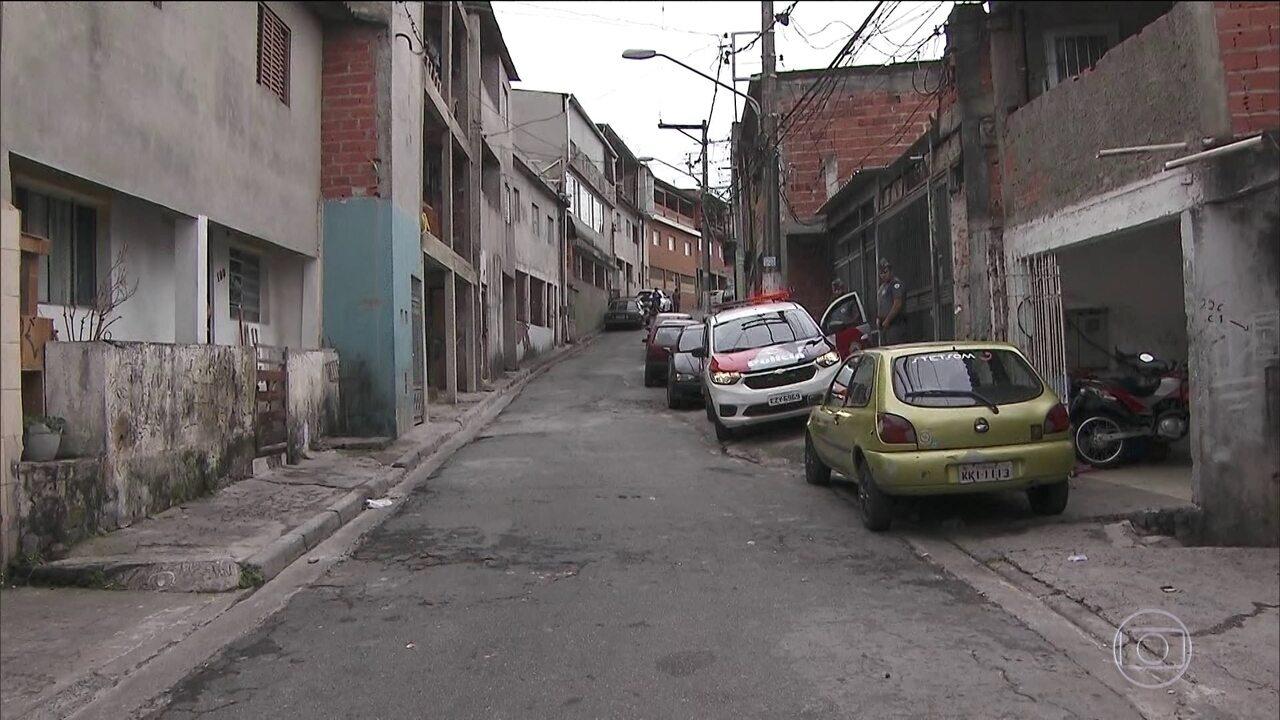 Criminosos em duas motos abrem fogo contra pessoas pelas ruas da Zona Norte de SP