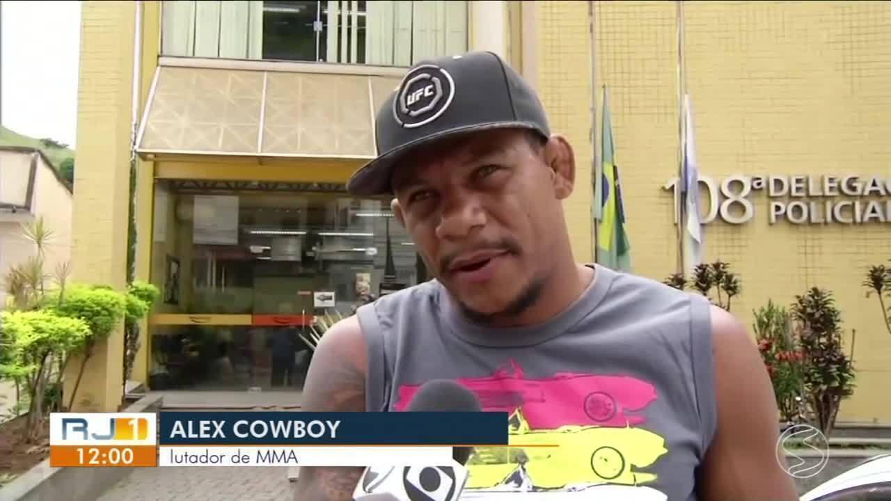 Alex Cowboy é atingido por granada após confusão em Três Rios, RJ