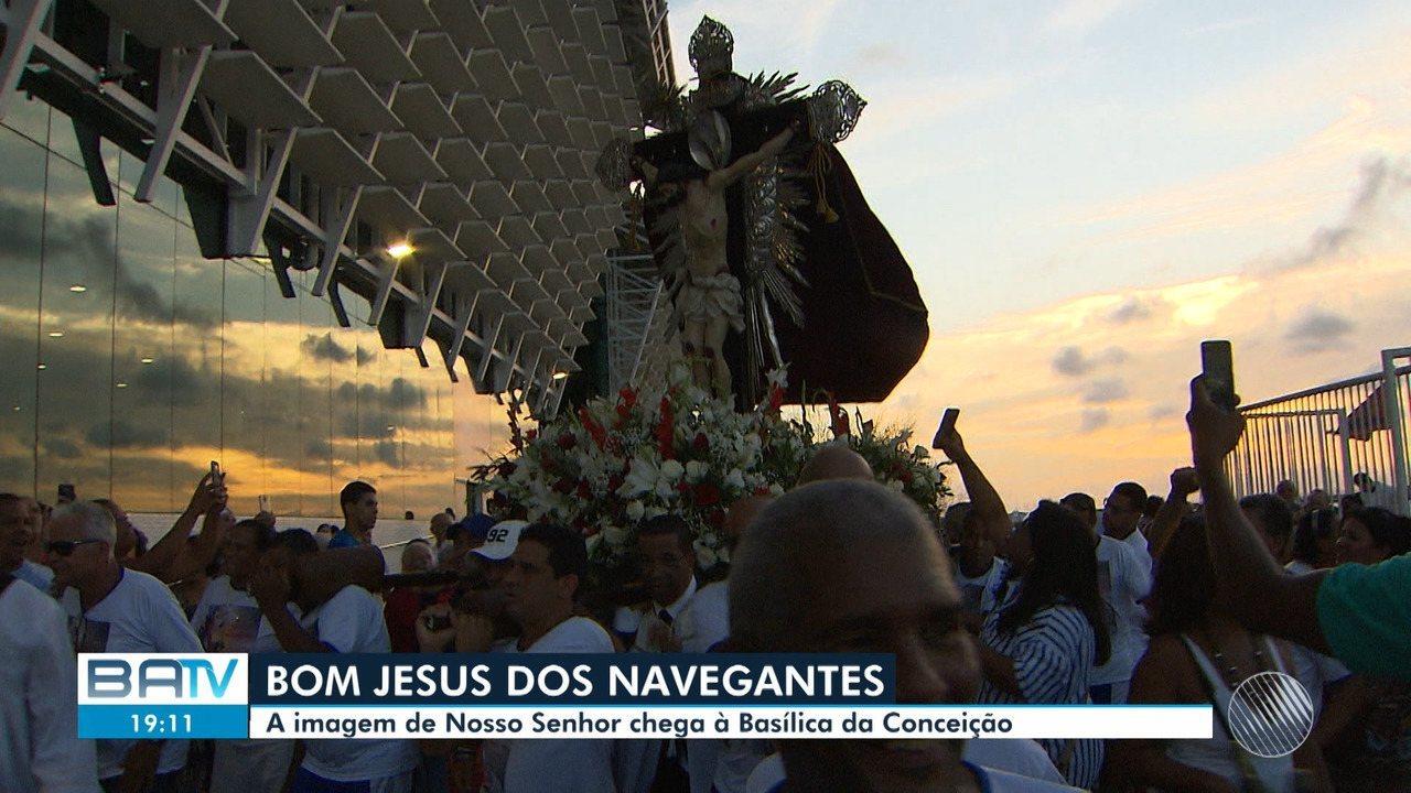 Fiéis participam de procissão ao Senhor Bom Jesus dos Navegantes em ... f9aff7d5ab076