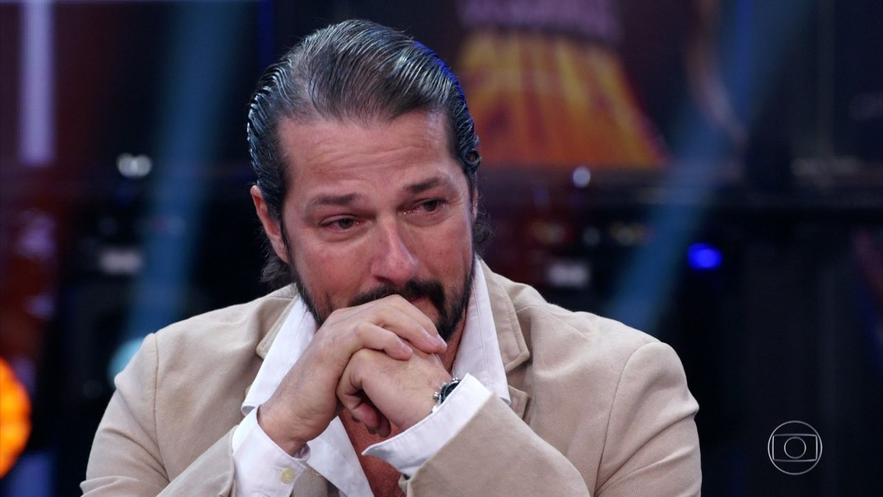 Marcelo Serrado chora com recados emocionantes dos filhos