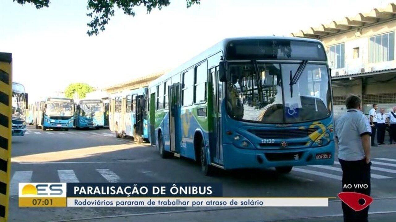 Motoristas de ônibus fazem paralisação e reclamam de salários atrasados no ES