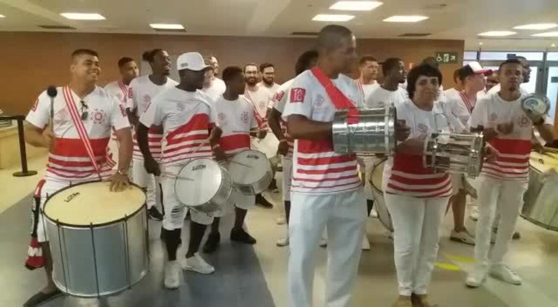 Homenagem a Ronaldinho Gaúcho tem até escola de samba no Maracanã