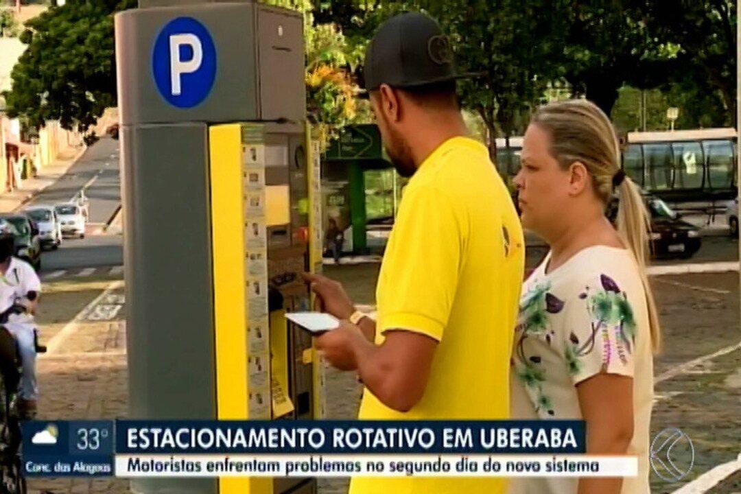Motoristas continuam com dificuldades no 2º dia do novo estacionamento rotativo em Uberaba