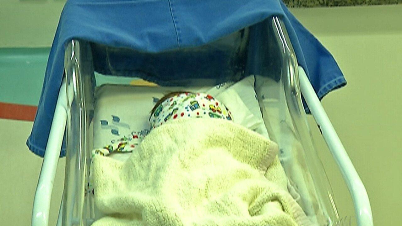 Bebê encontrada em saco plástico dentro de mato em Mogi está bem de saúde