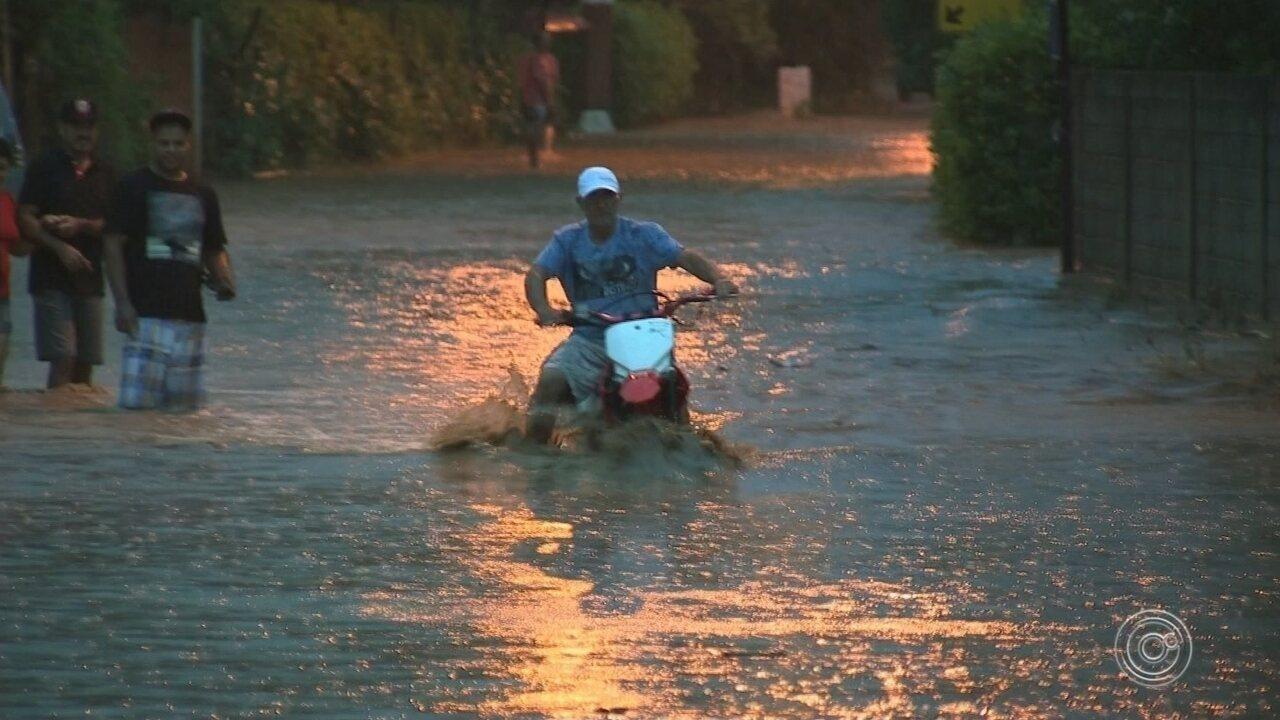 Forte chuva causa transtornos em bairros de Jundiaí
