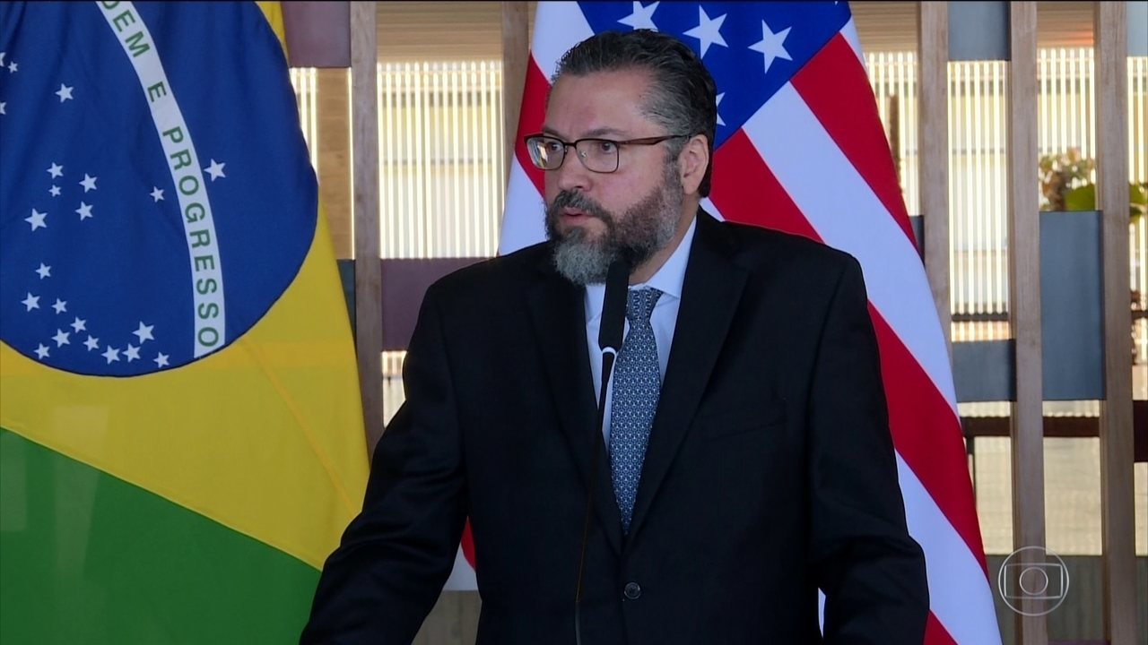 Decreto permite assessores no Itamaraty sem carreira diplomática