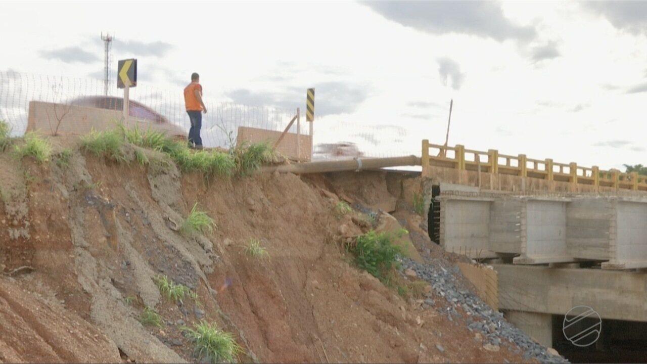 Cabeceira de uma das pontes de trincheira corre risco de desabar na MT-010