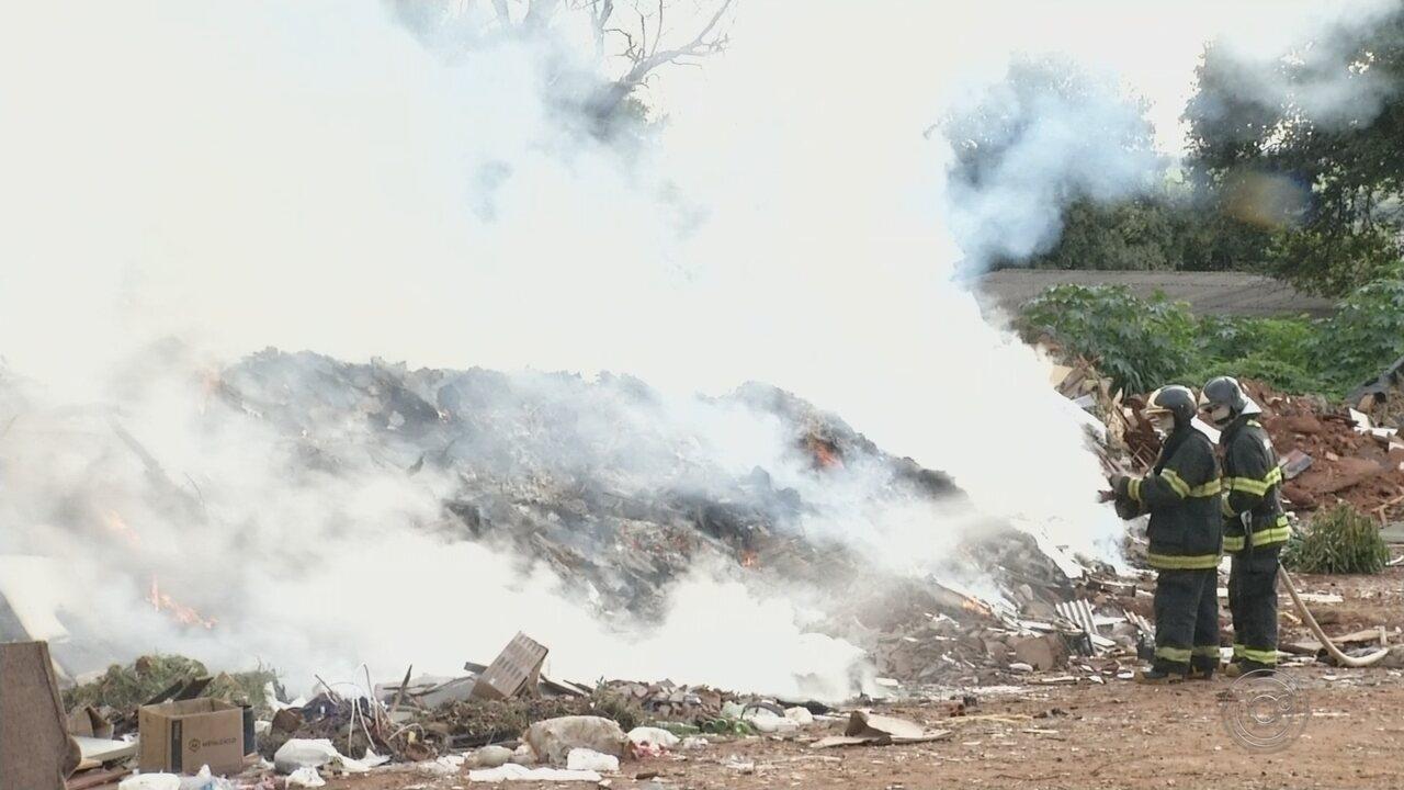 Incêndio atinge ponto de apoio e mobiliza bombeiros em Rio Preto