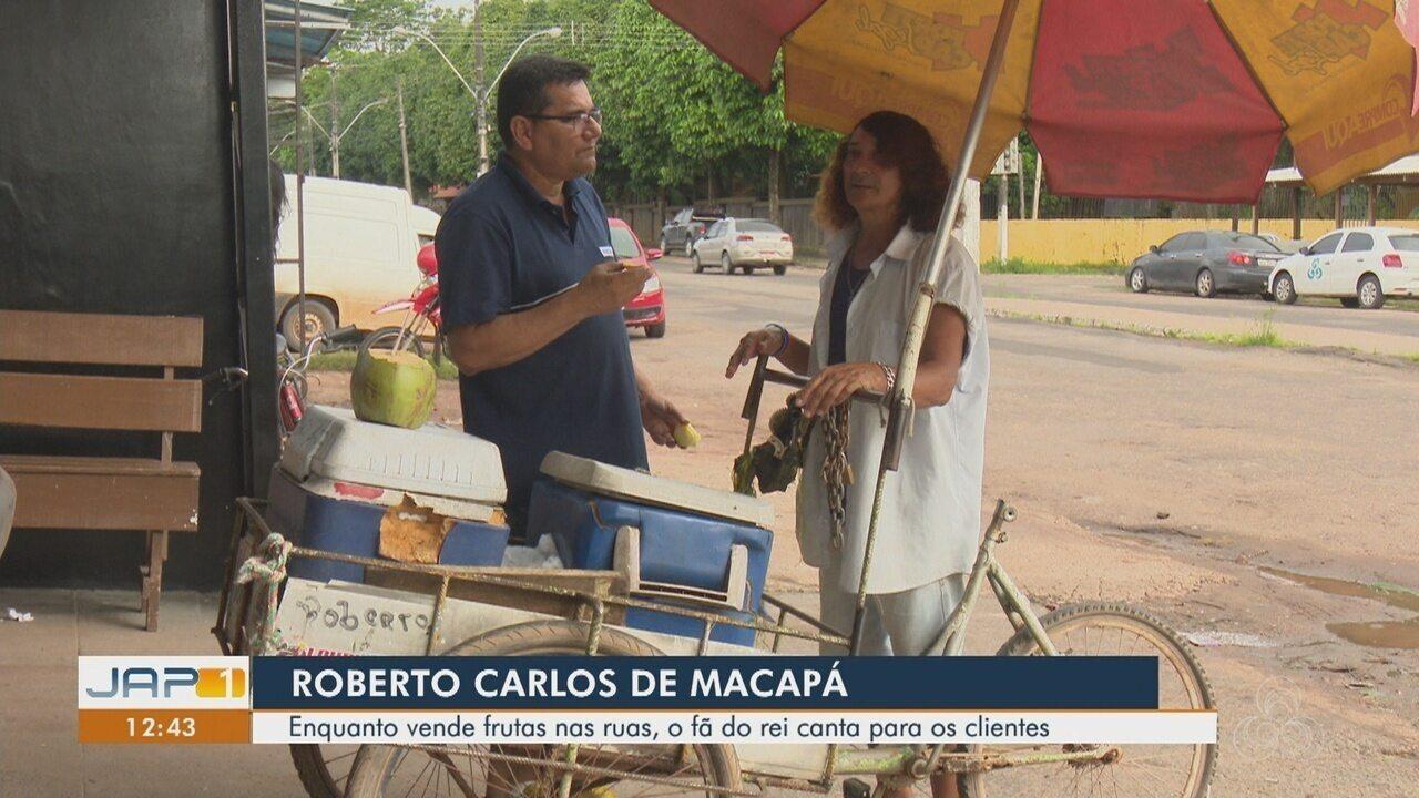 Fã de Roberto Carlos, vendedor de frutas canta sucessos do Rei para os clientes