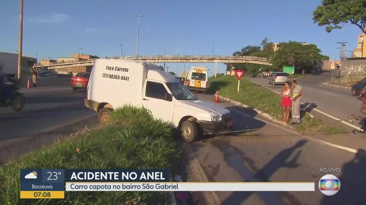 Capotagem deixa trânsito lento no Anel Rodoviário de Belo Horizonte, altura do São Gabriel