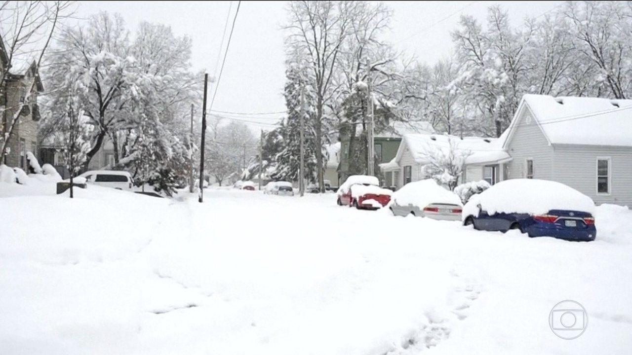 Tempestade de neve causa nove mortes nos EUA