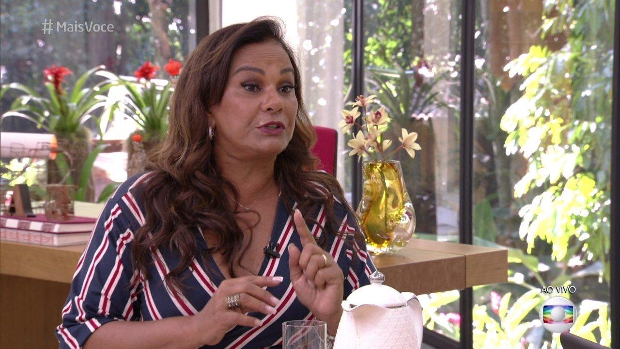 Solange Couto garante que não sofre com as fofocas sobre seu casamento