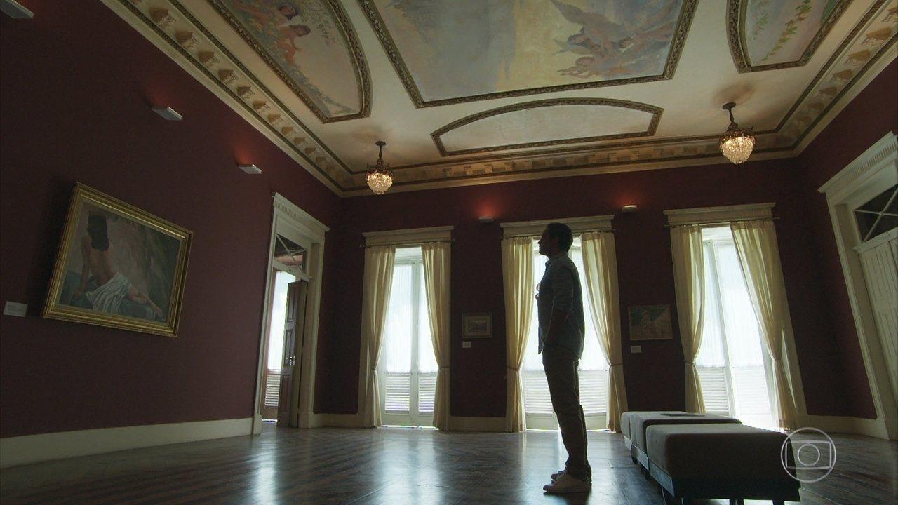 No presente, Daniel admira o quadro de Julia, pintado por Danilo