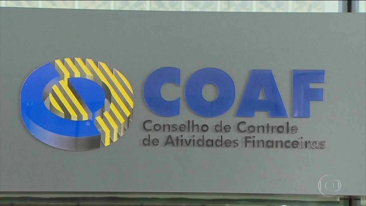 Relatório do Coaf aponta 48 depósitos em dinheiro em uma conta do senador Flávio Bolsonaro