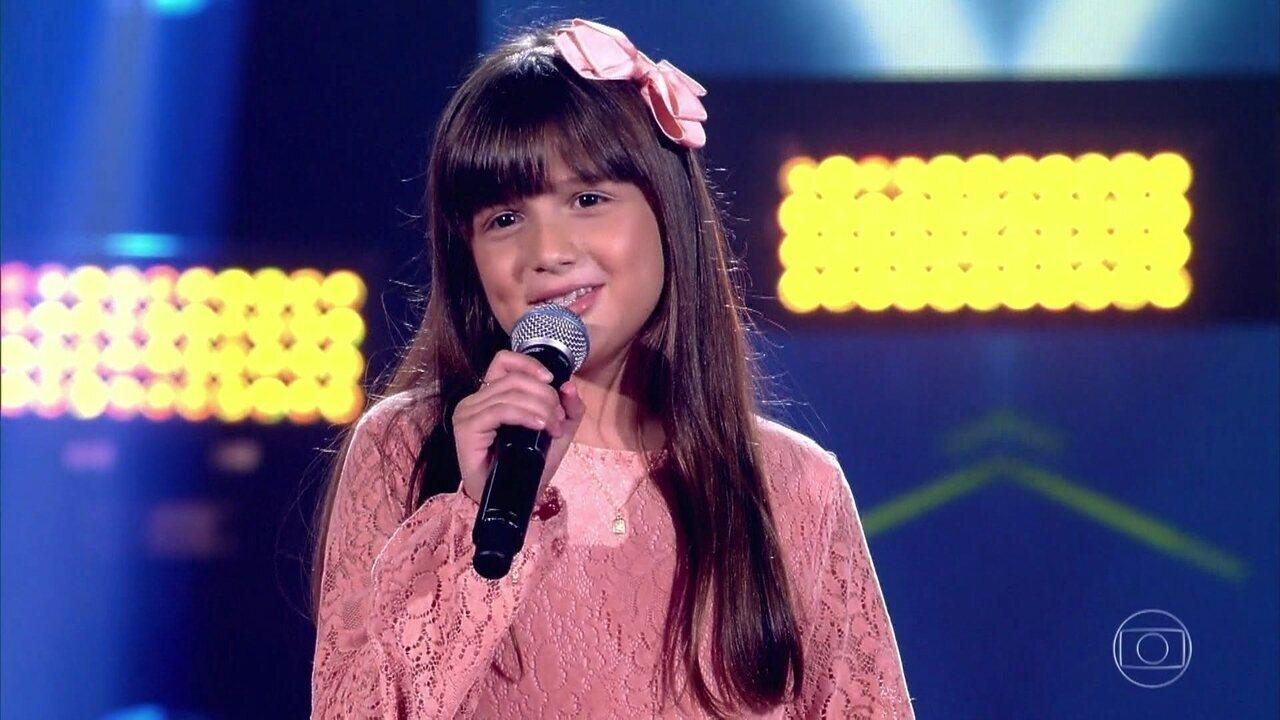 Ana Clara Rodrigues canta