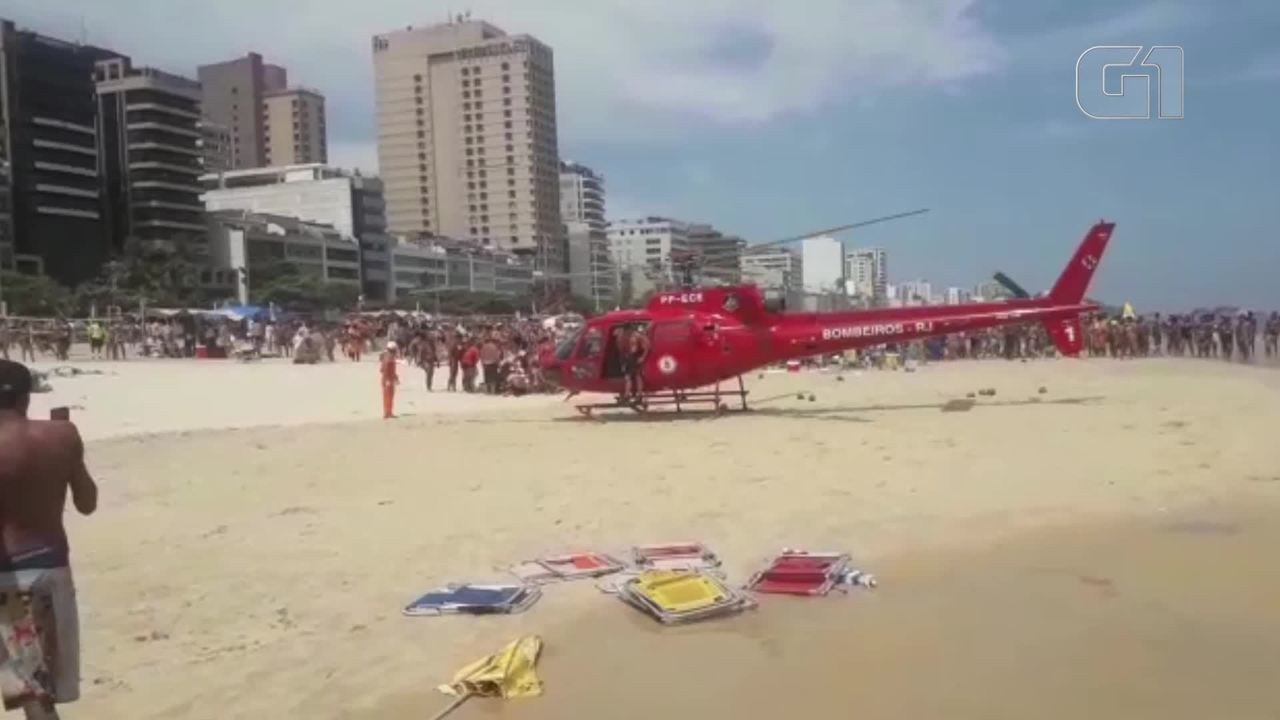 Helicóptero pousa na Praia de Ipanema para fazer resgate neste domingo (20)