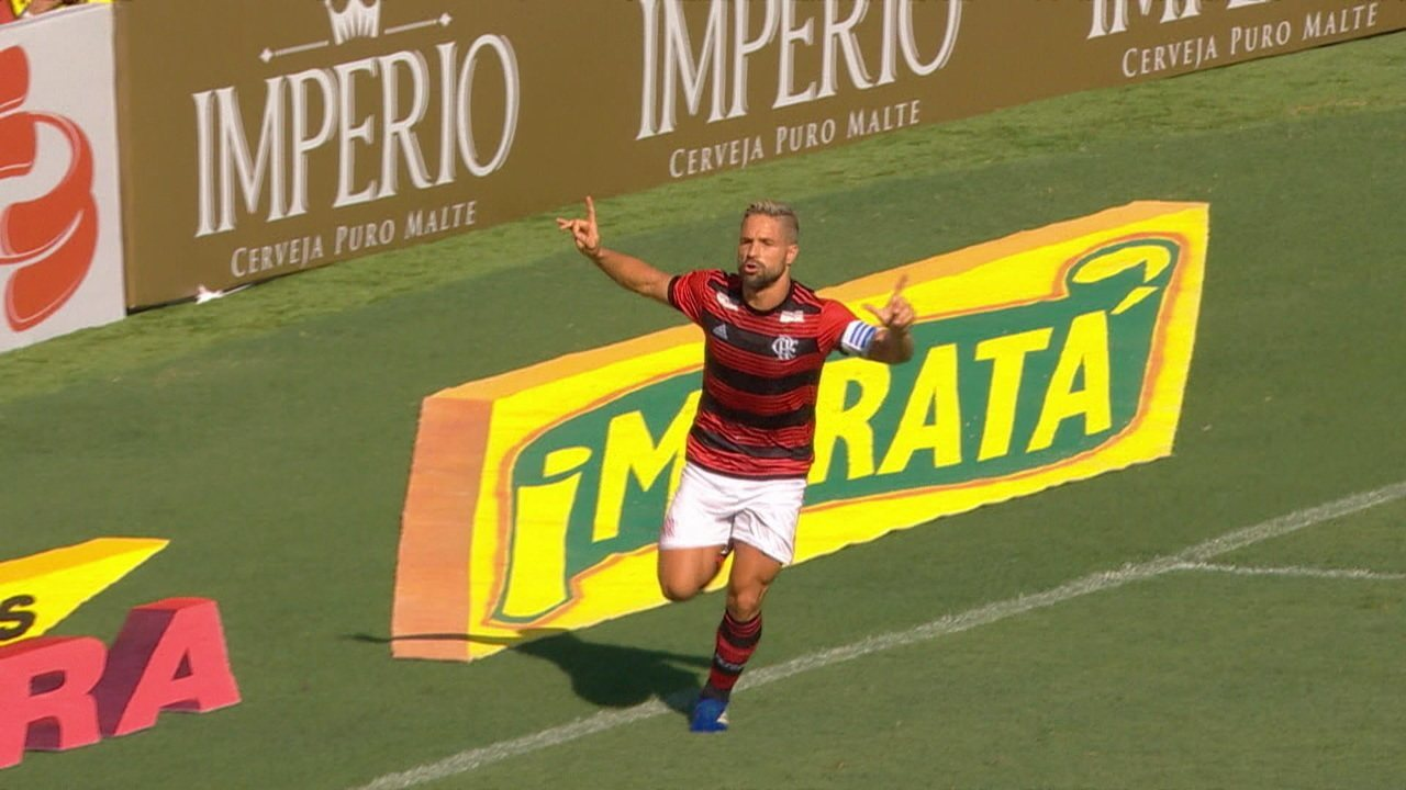 Gol do Flamengo! Diego bate pênalti e empata, aos 15' do 1ºT