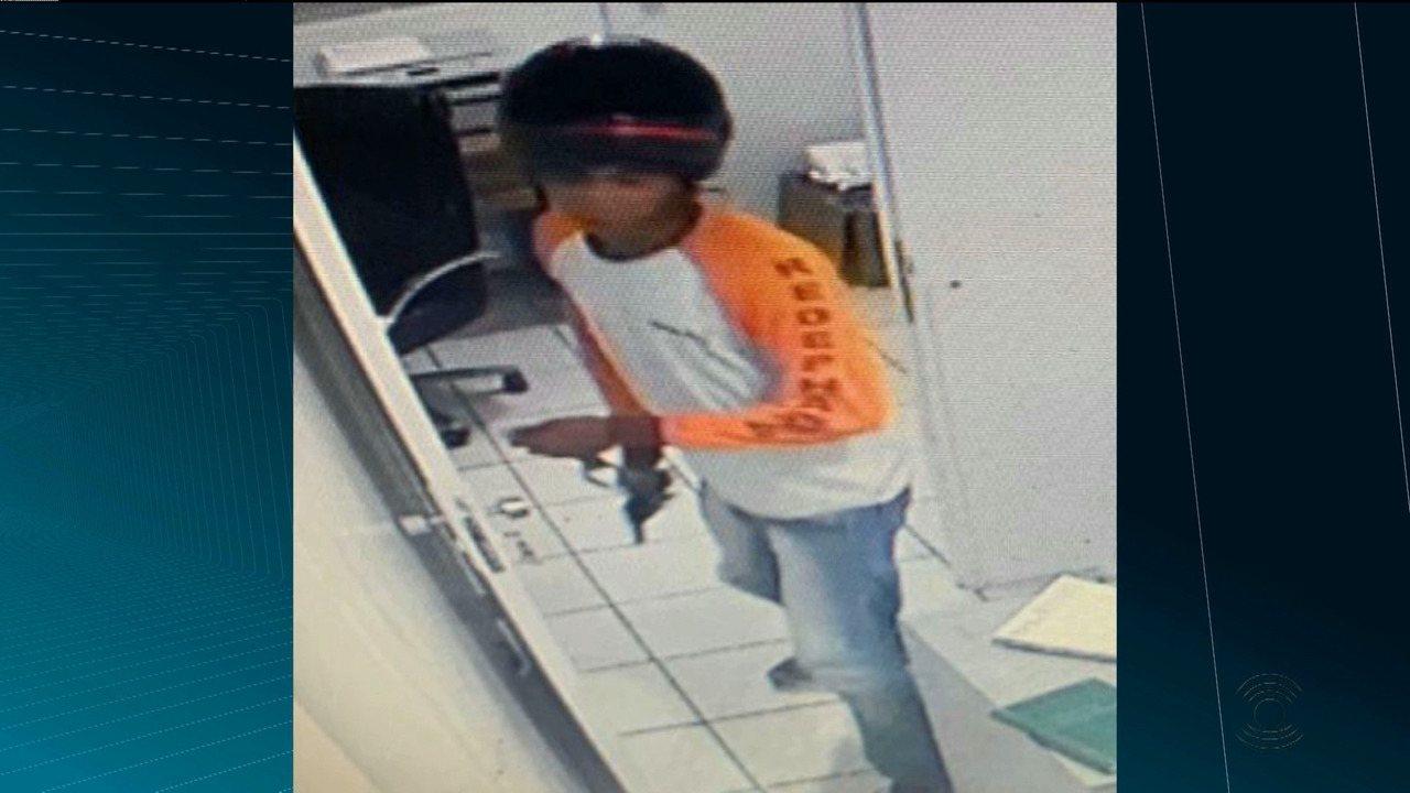 Bandido finge ser funcionário de farmácia e faz dez pessoas reféns, em Campina Grande