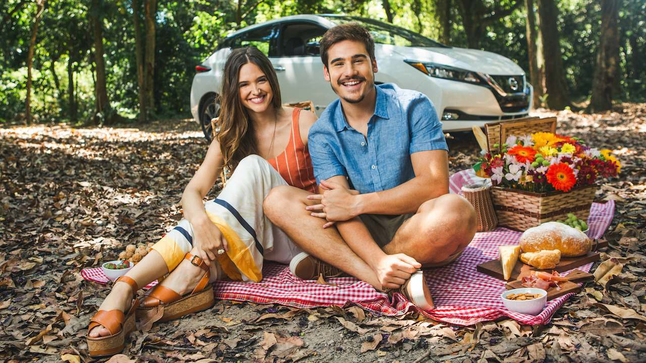 Juliana Paiva e Nicolas Prattes comemoram sucesso em ensaio fotográfico