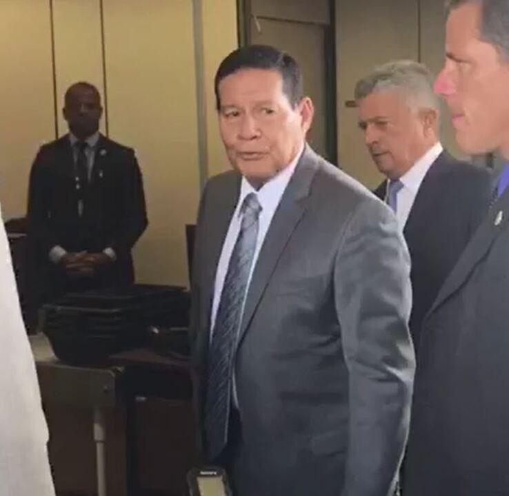Mourão diz que 'por enquanto' não é favorável à privatização dos Correios
